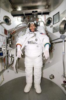 JSC2008-E-054417 -- Astronaut Steve Bowen